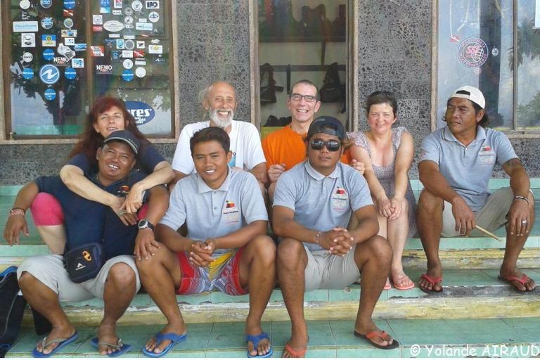 Avec l'équipe du centre de plongée du Puri Madha