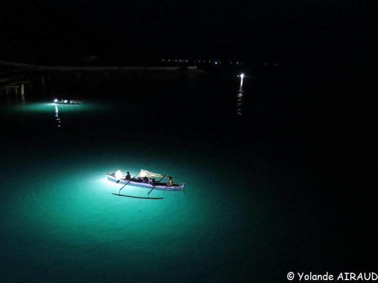 Pêcheurs dans le port de Gorontalo